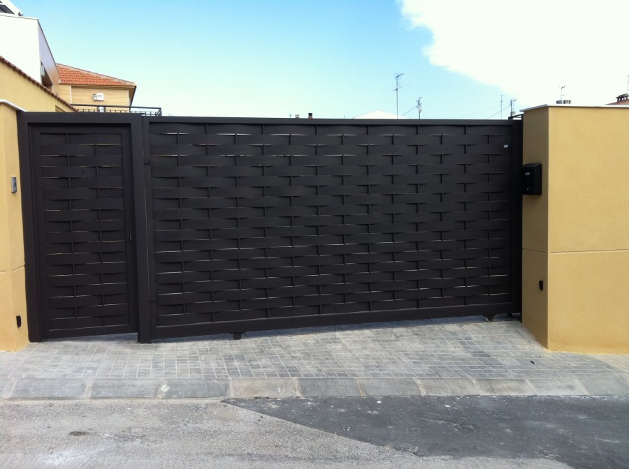 Puertas chalet exterior materiales de construcci n para for Puertas chalet exterior