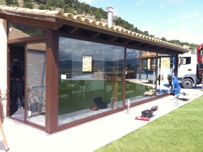 Barbacoa exterior con cerramientos carpinter a met lica - Cerramientos para patios ...