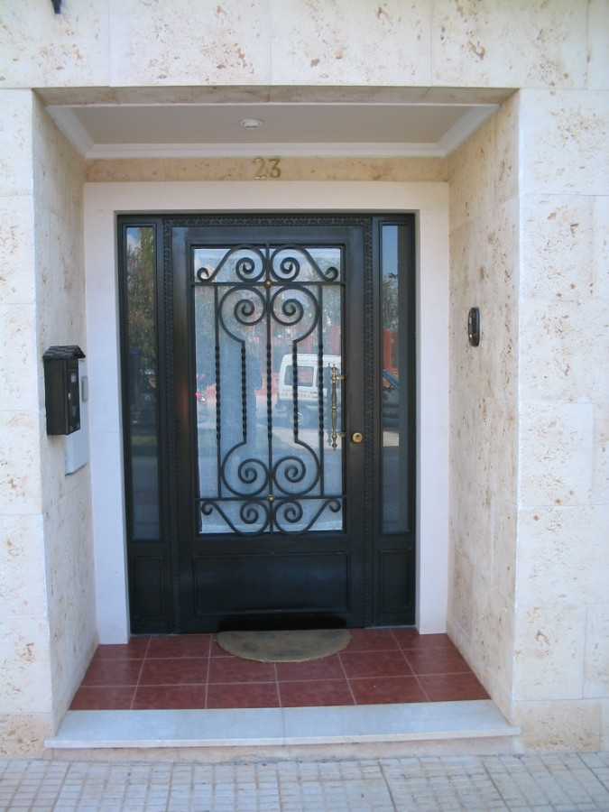 Cerrajer a trabajos en forja carpinter a met lica crefer - Puertas forja exterior ...