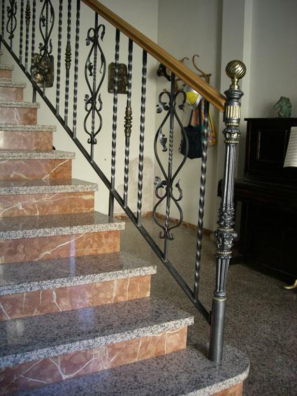 Cerrajer a trabajos en forja carpinter a met lica crefer for Balcones madera exterior