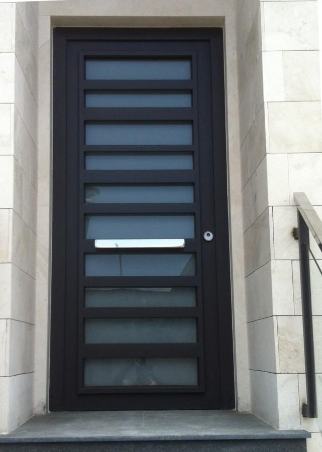 Puerta metalica exterior fabulous puertas corredizas for Puertas metalicas modernas para exterior